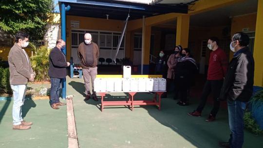 Unipampa doa 200 litros de álcool no município de Alegrete