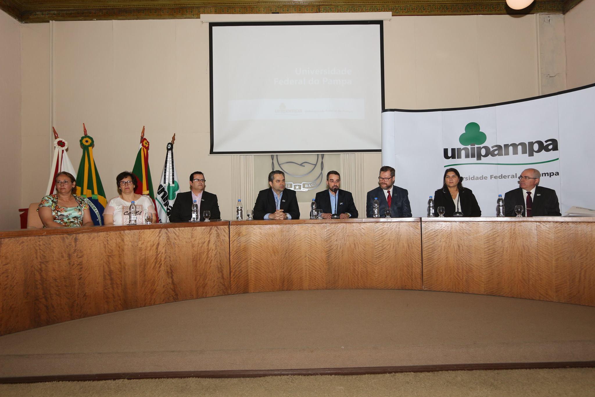 Autoridades acadêmicas prestigiaram a cerimônia. Fotos: Fernando Cruz/Unipampa