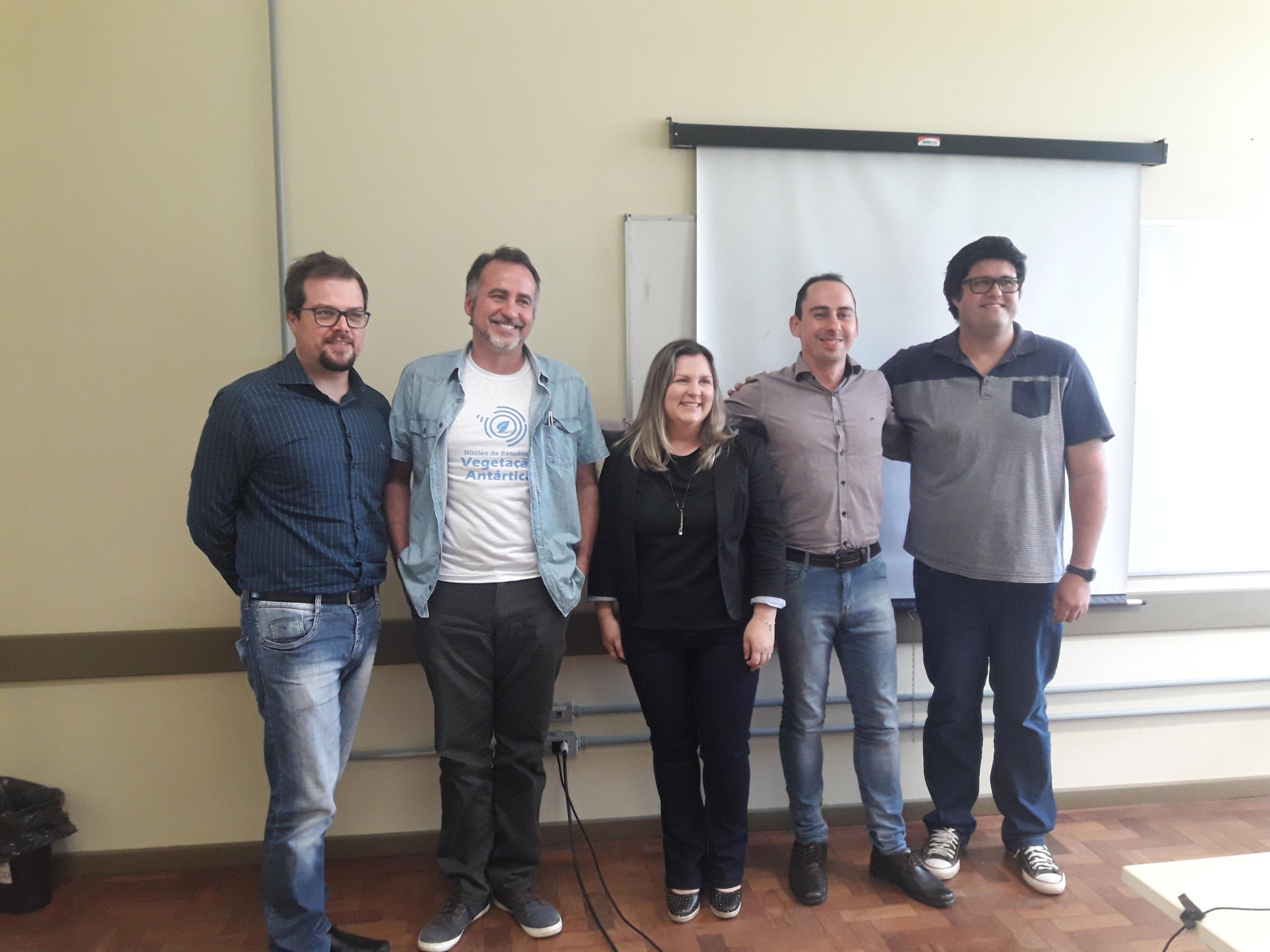 Da esquerda para direita,  Juliano Boldo, Filipe Victoria, Adriana Sassi, Dennis Costa e Jeferson Franco no dia da defesa