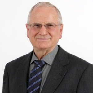 Fernando Becker é autor de vários livros ligados à educação e tem experiência na área de Filosofia, com ênfase em Epistemologia.