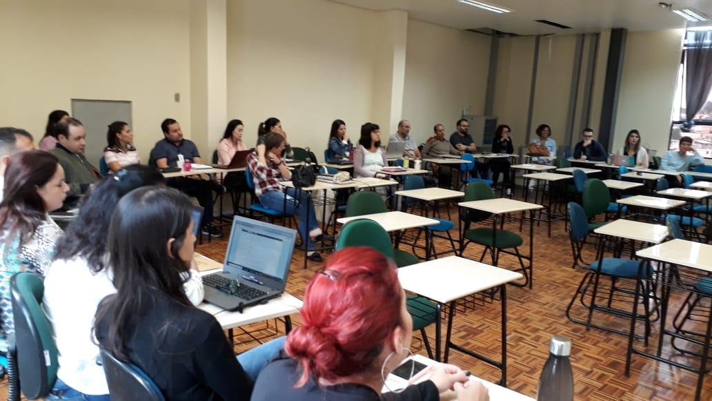 Atividade integra as ações de formação continuada de docentes da instituição