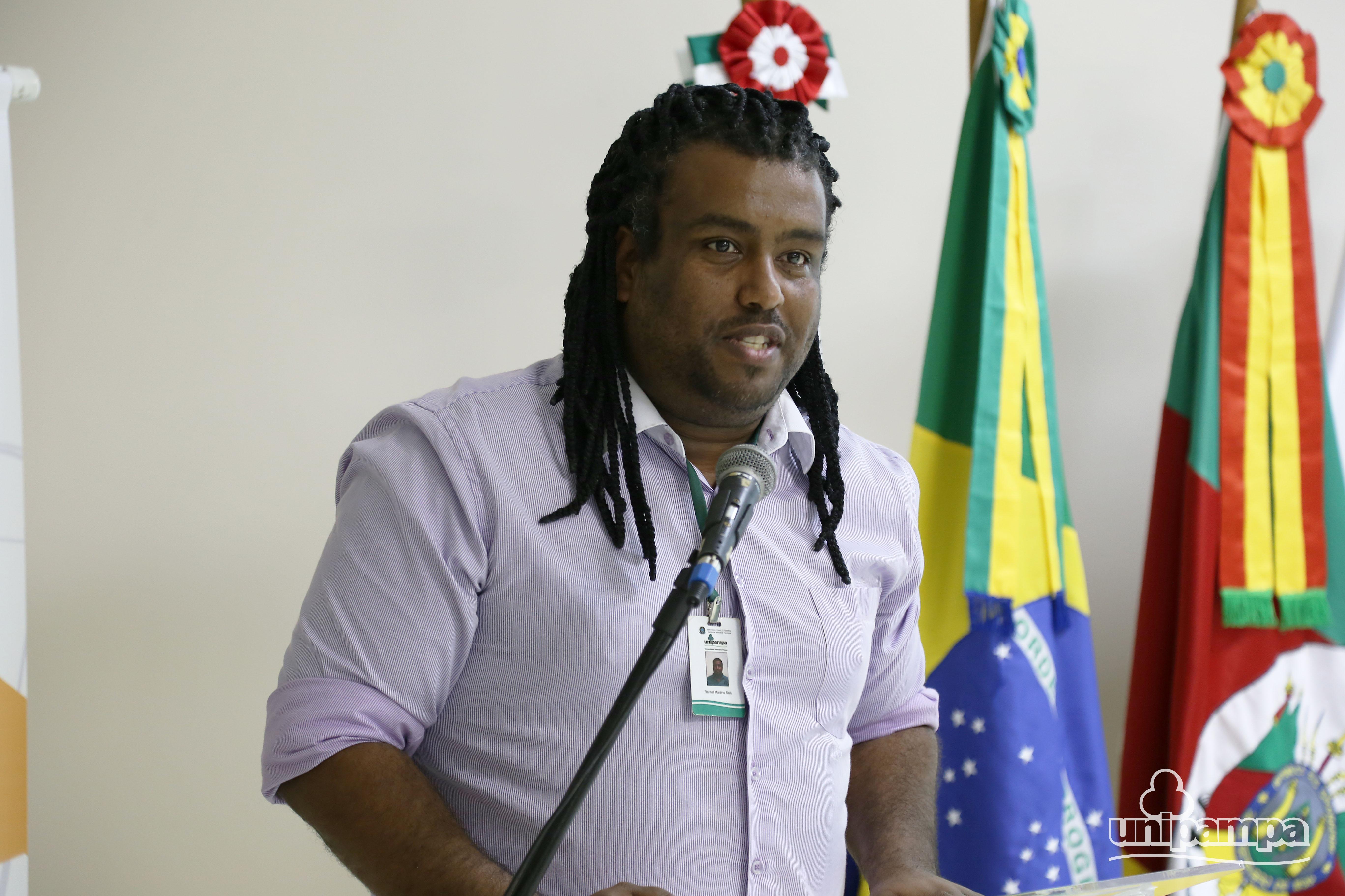 O administrador da Unipampa explicou a metodologia utilizada para elaboração do PDI. Foto: Ronaldo Estevam