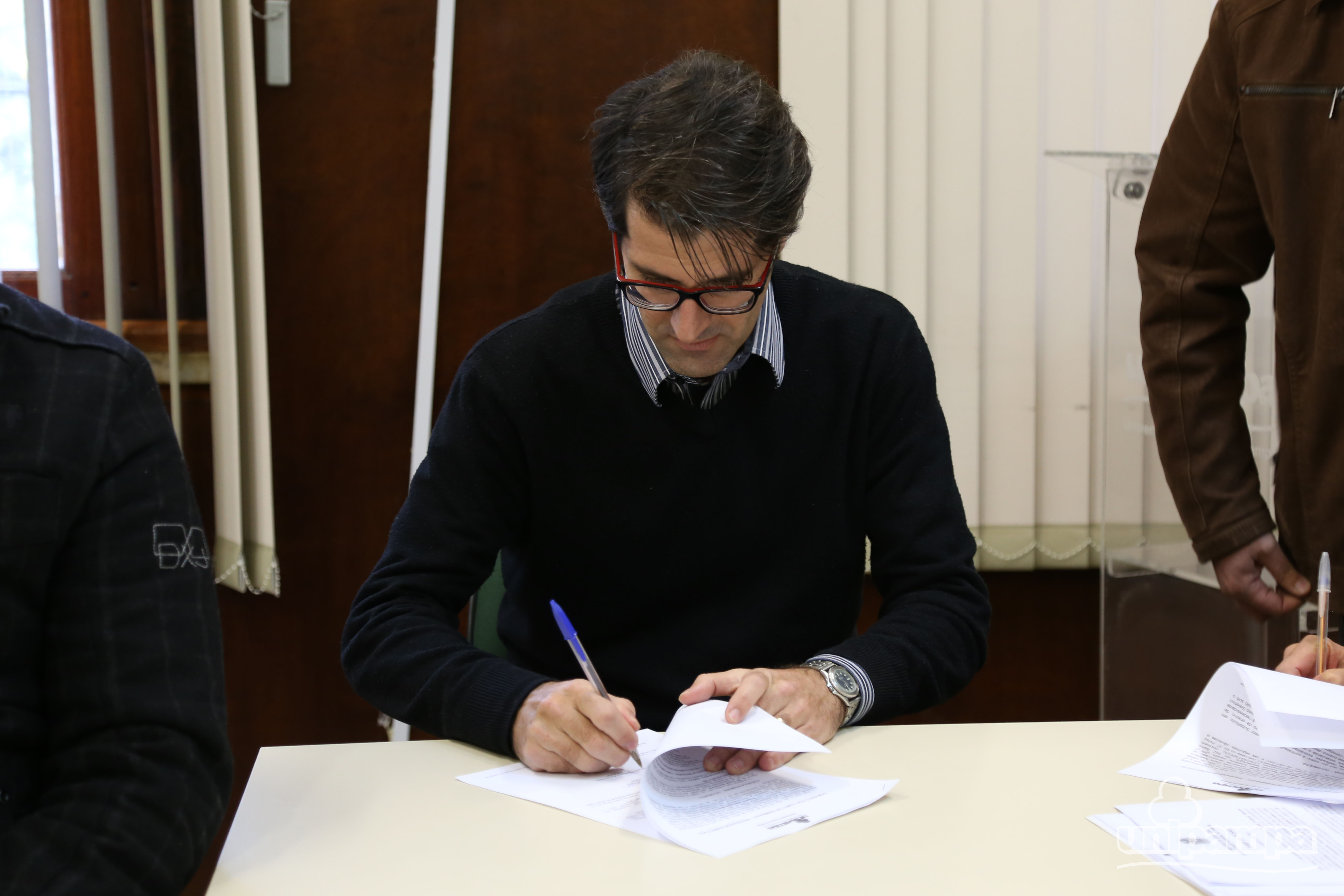 Novos servidores assinaram termos de posse - Foto: Ronaldo Estevam