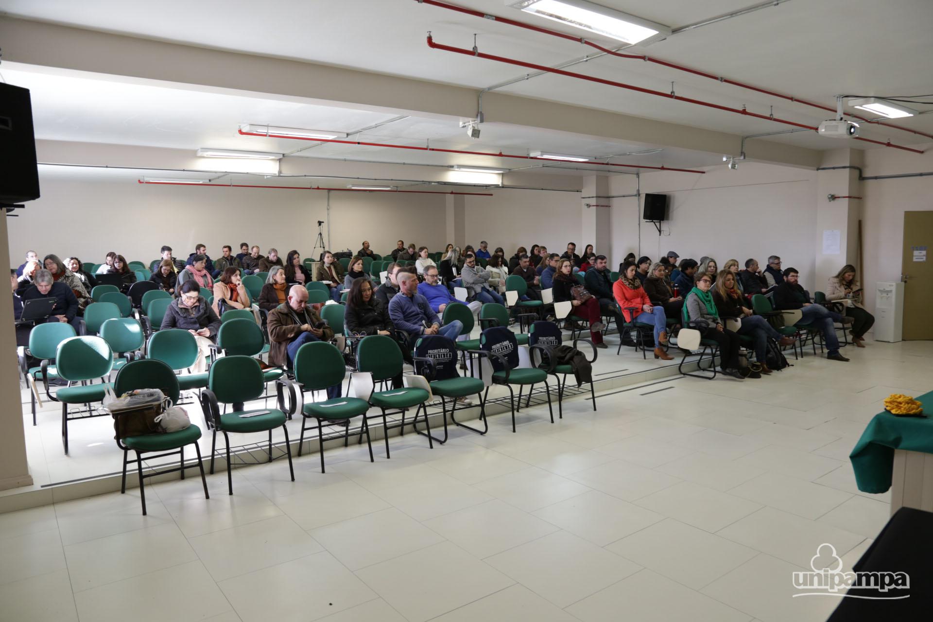 Além do público do Campus Bagé, a palestra contou com a participação das demais unidades universitárias - Foto: Ronaldo Estevam