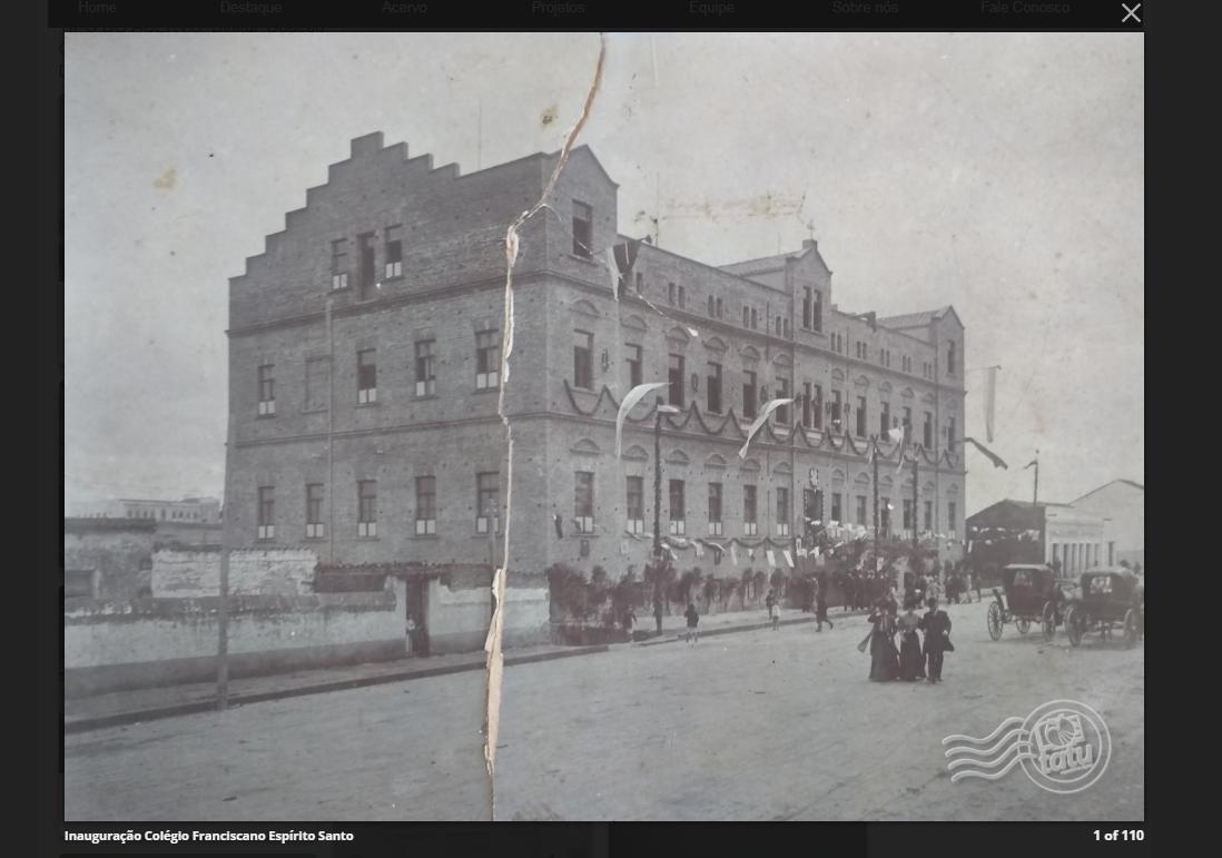 Foto em preto e branco do prédio do colégio Espírito Santo quando de sua inauguração