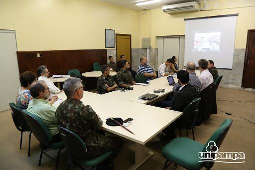 Unipampa recebe Comandante da 3ª Brigada da Cavalaria Mecanizada para falar sobre estágios