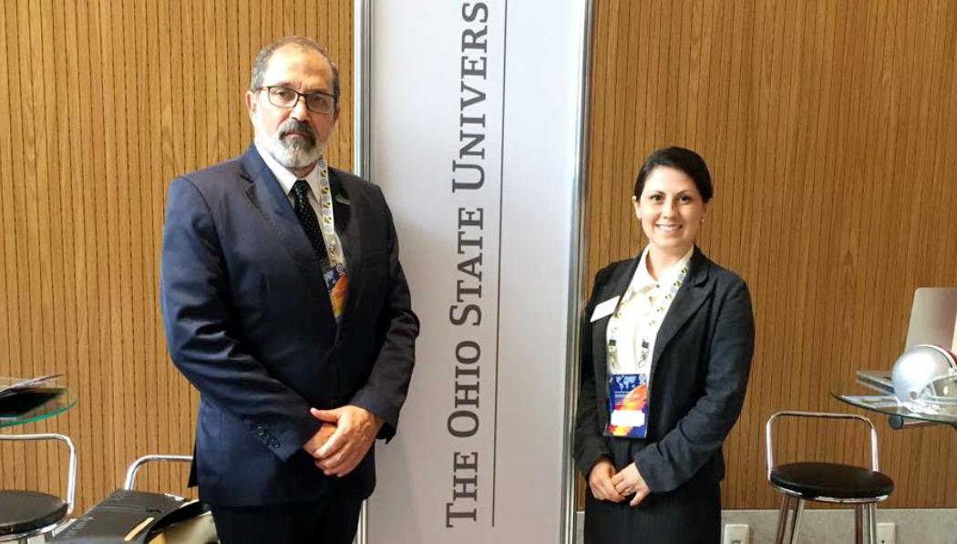 Da direita para a esquerda, gerente de Relações Acadêmicas e de Alumni da The Ohio State University (OSU) - Brasil Gateway, Jane K. Aparecido, e reitor da Universidade Federal do Pampa, Marco Hansen.
