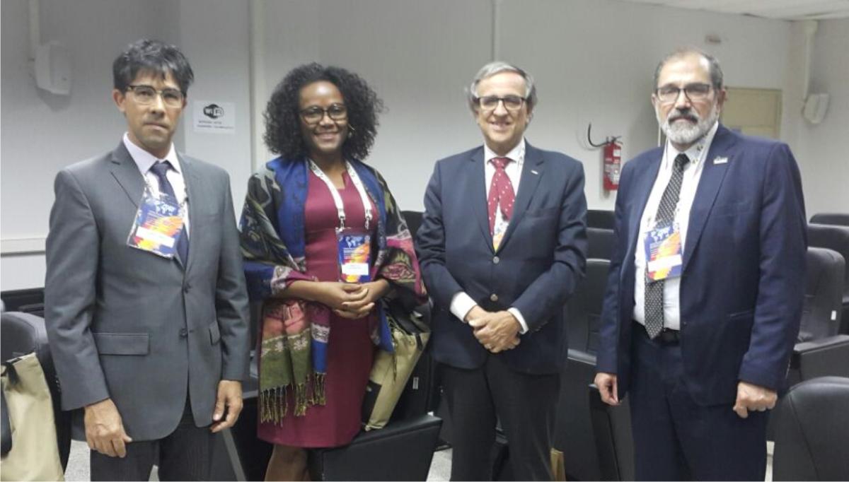 Da direita para a esquerda, reitor da Universidade Federal do Pampa (Unipampa), Marco Hansen; reitor da Universidade do Porto (U.Porto), Sebastião Feyo de Azevedo; professores da Universidade Federal da Bahia (UFBA) e da Universidade do Estado da Bahia (UNEB).