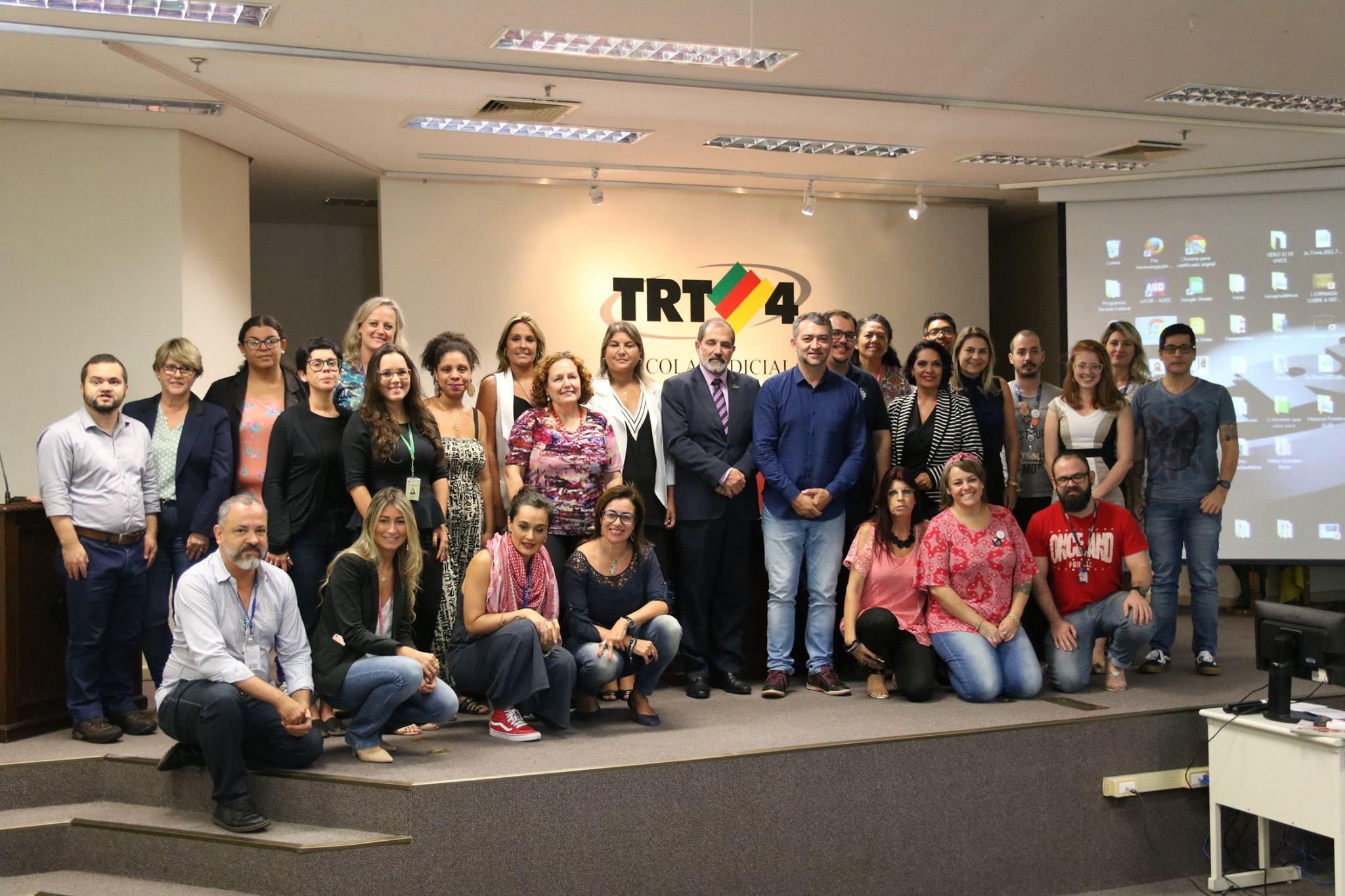 Comitê Gaúcho Impulsor do Movimento ElesPorElas reuniu-se em Porto Alegre