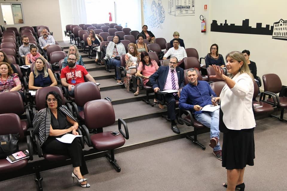 Pró-reitora de Extensão e Cultura, Nádia Bucco, apresentou Programa de Extensão da Universidade