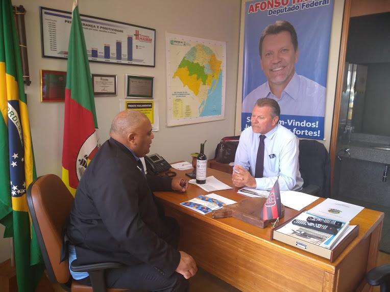 Reitor realiza reunião com o Deputado Federal Afonso Hamm