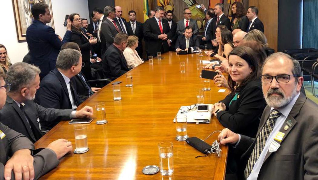 Com o presidente Rodrigo Maia, da Câmara, os reitores trataram também sobre a destinação das verbas da Petrobras e da operação L