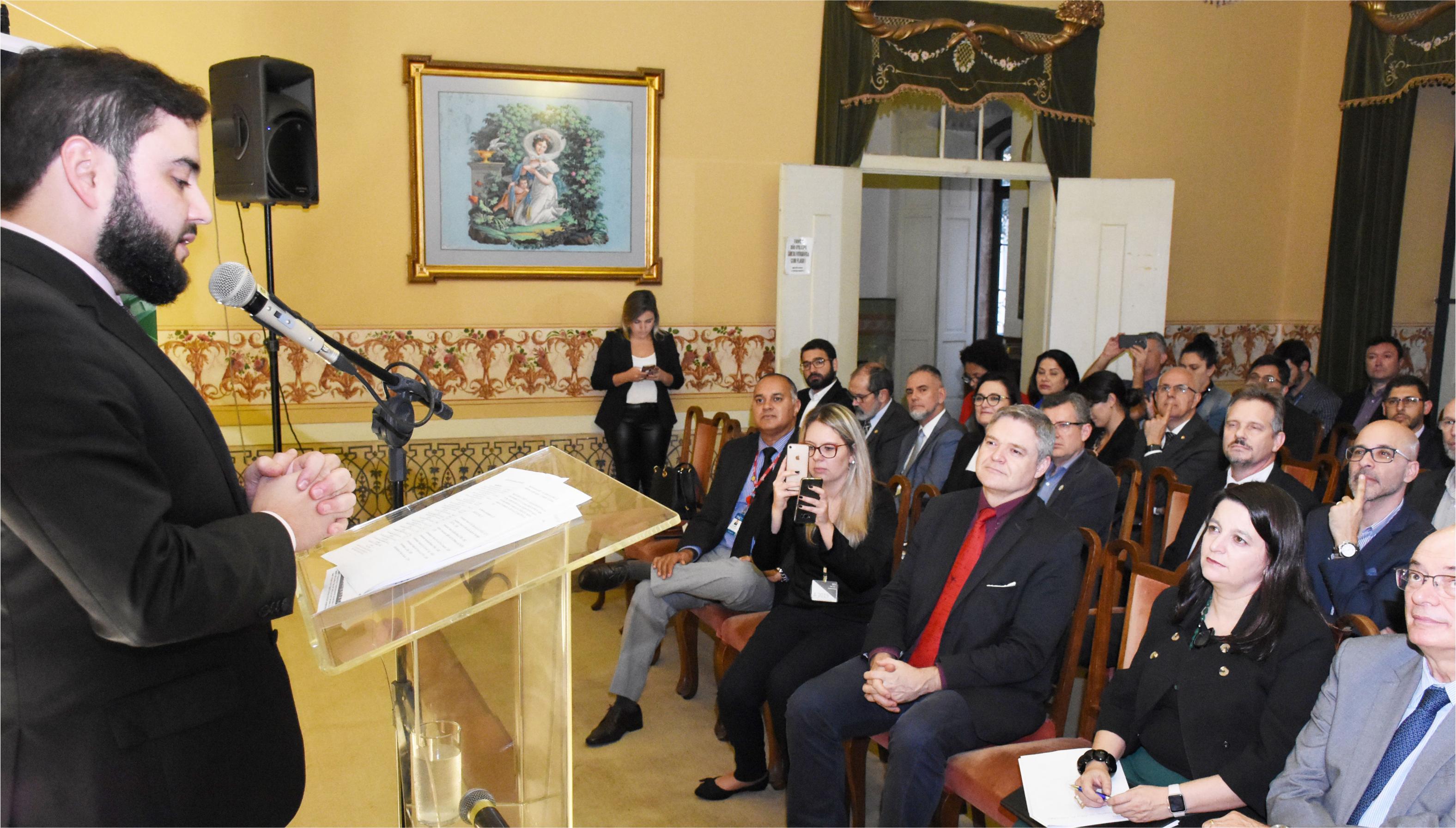 A cerimônia de lançamento da Frente Parlamentar em Defesa das Universidades Públicas, Privadas e Comunitárias do Rio Grande do S