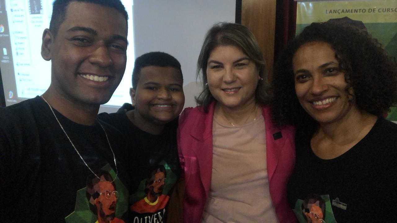 Netos de Oliveira Silveira, Vice-reitora da Unipampa e professora Sátira Machado durante o evento de lançamento do curso.