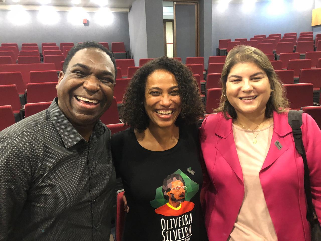 Professores da Unipampa durante o lançamento do curso EaD sobre o poeta gaúcho Oliveira Silveira.