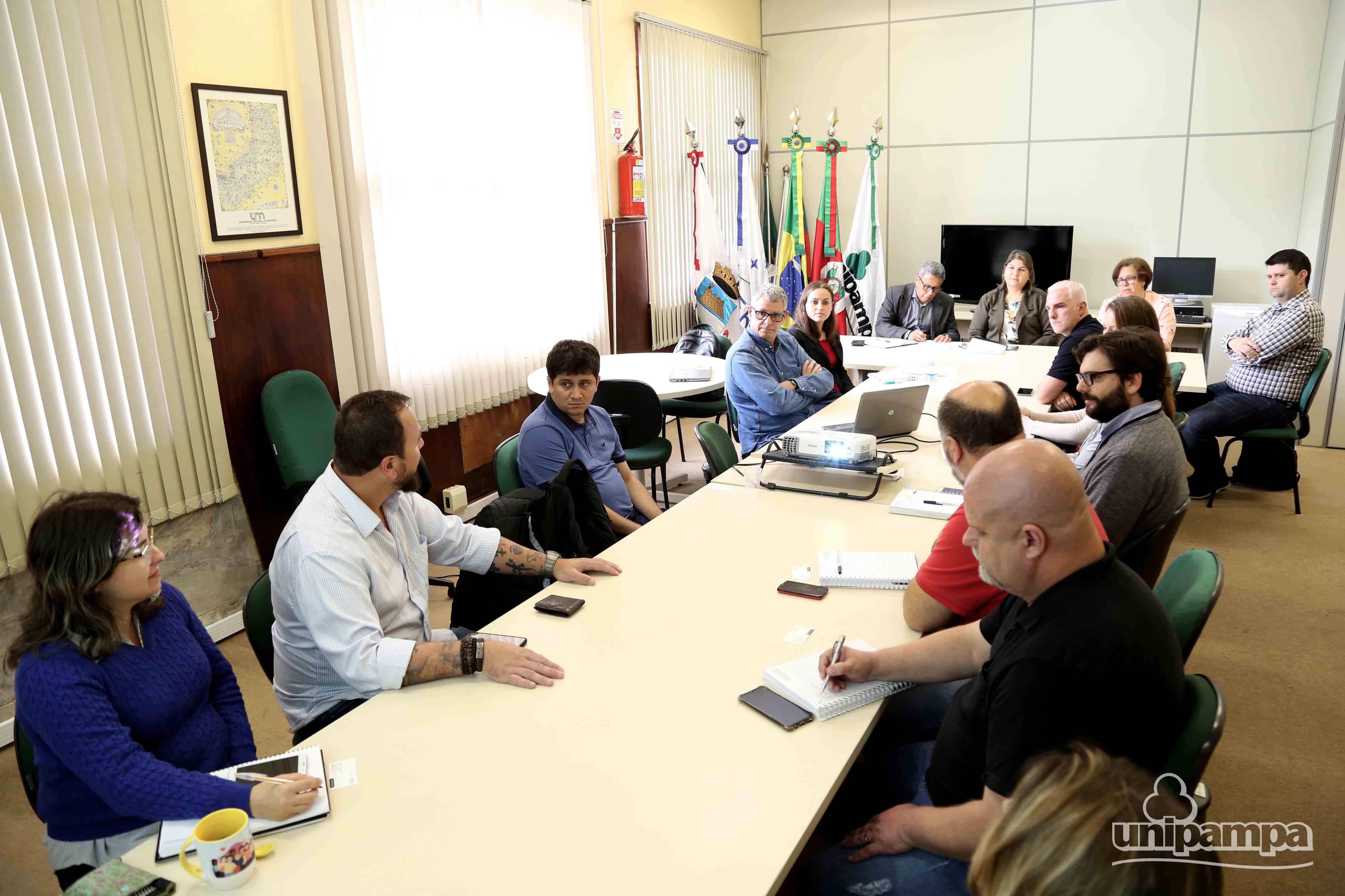 Reunião marca a autorização da FLE como entidade de apoio à Unipampa - Foto: Ronaldo Estevam