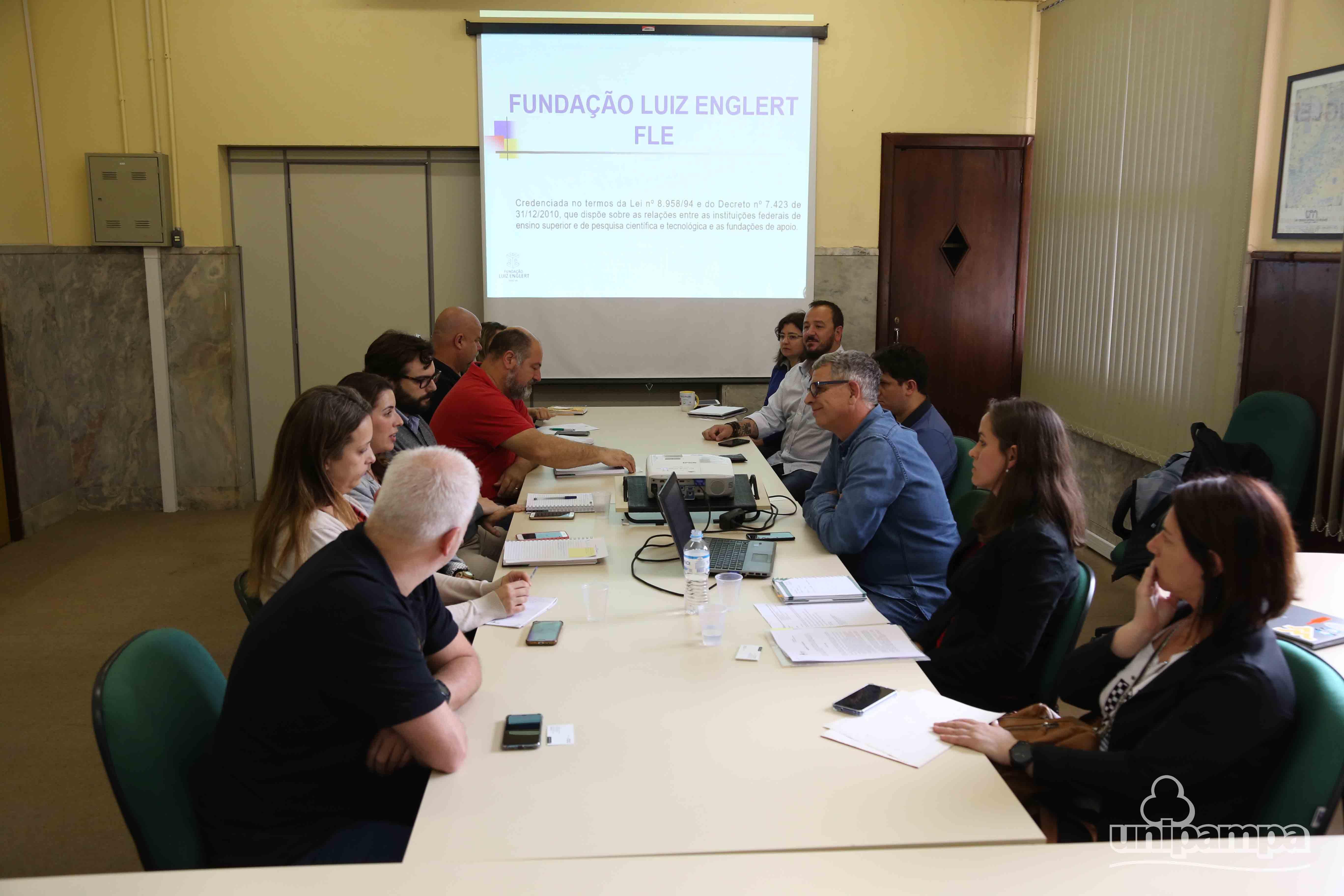 Representantes das duas instituições reuniram-se no Gabinete da Reitoria, em Bagé - Foto: Ronaldo Estevam