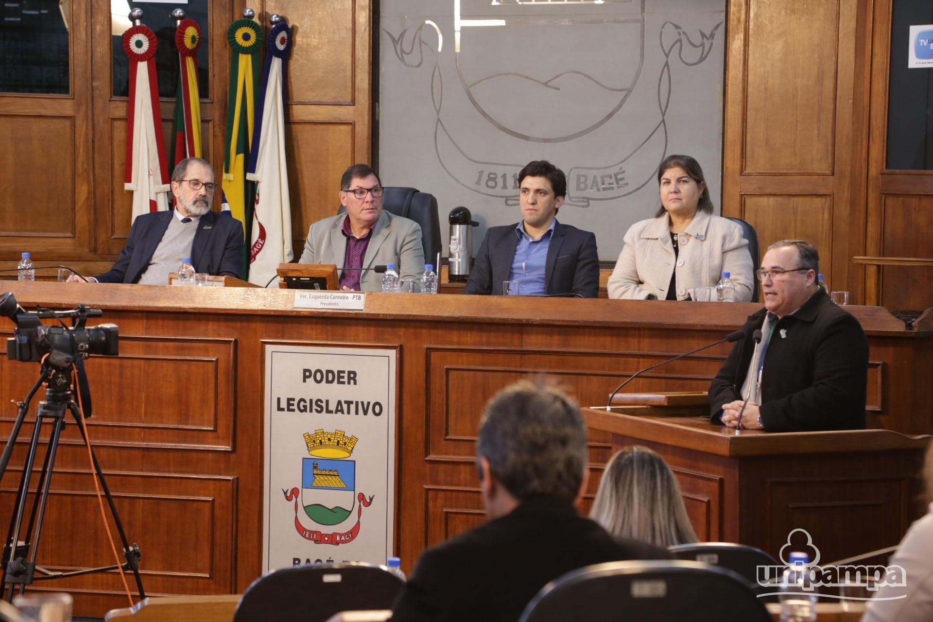 Na Sessão Especial da Câmara de Vereadores a educação e a Unipampa foram temas de discussão. (Fotos: Ronaldo Estevam)