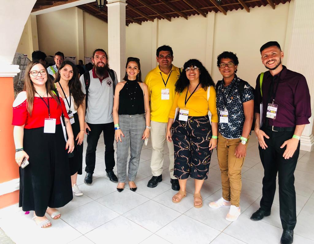 Delegação de estudantes e docente do curso de Enologia em evento no Peru - Foto: Divulgação