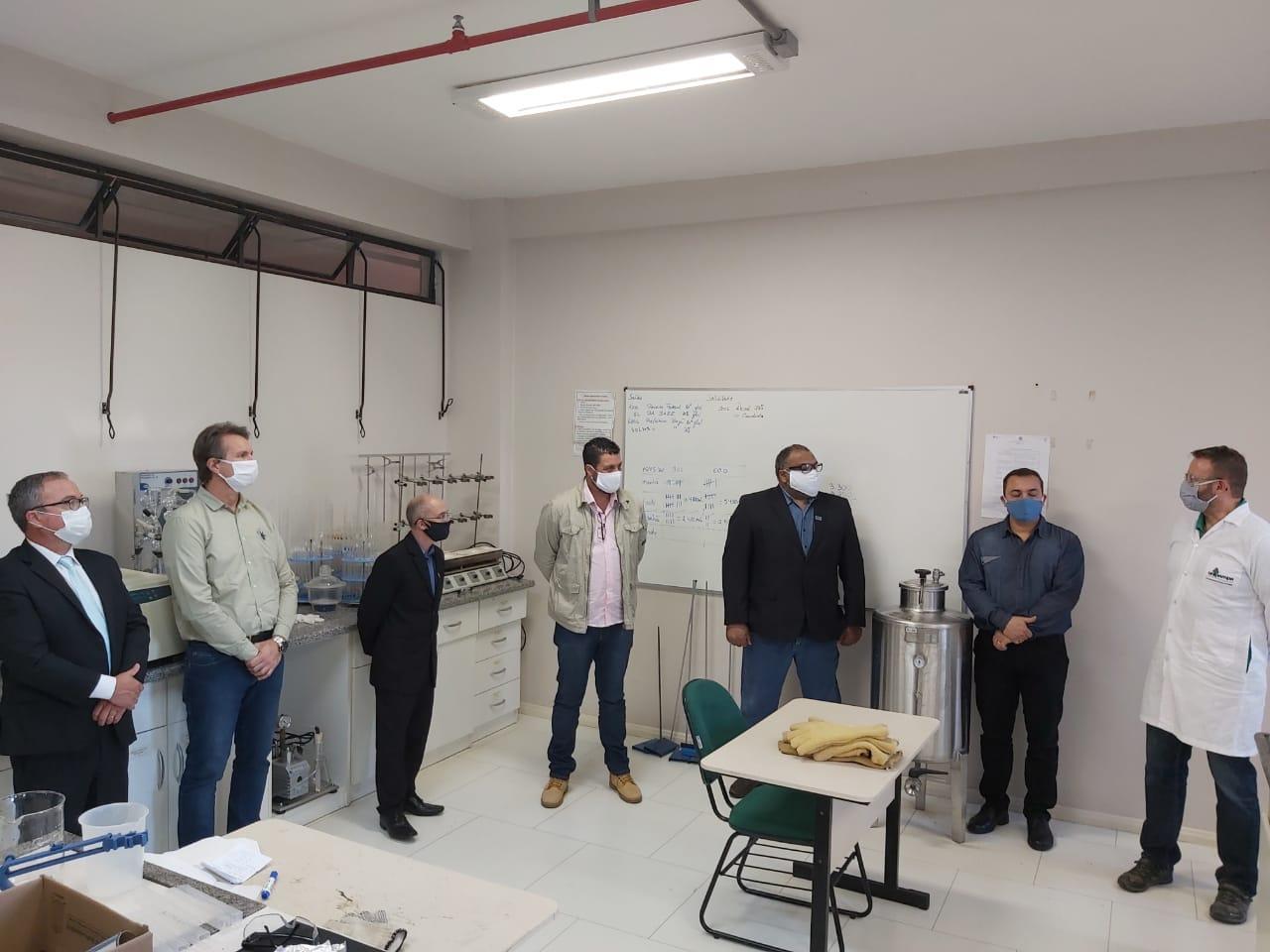 O álcool foi produzido nos laboratórios do Campus Bagé da Unipampa