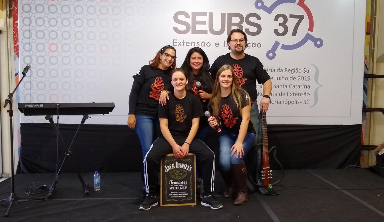 A Banda Vitrola 220 fez um show contagiante durante o 37º Seurs. Fotos: Divulgação