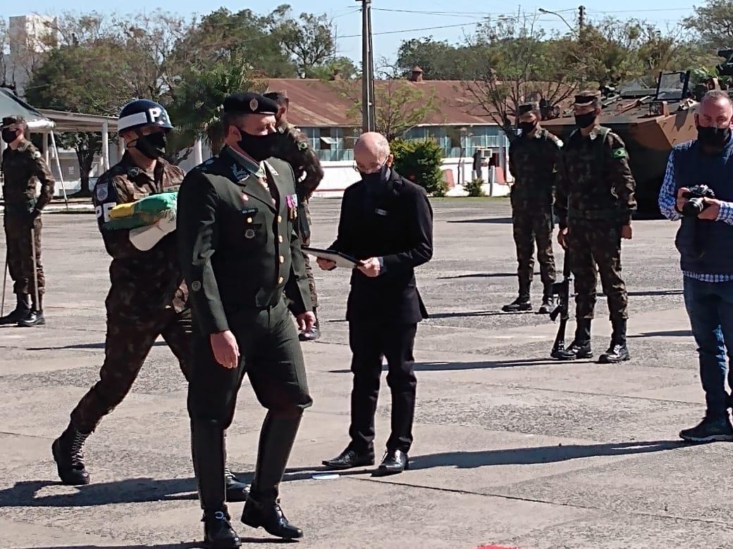 O vice reitor da Unipampa recebeu a homenagem no 8º R C Mec.
