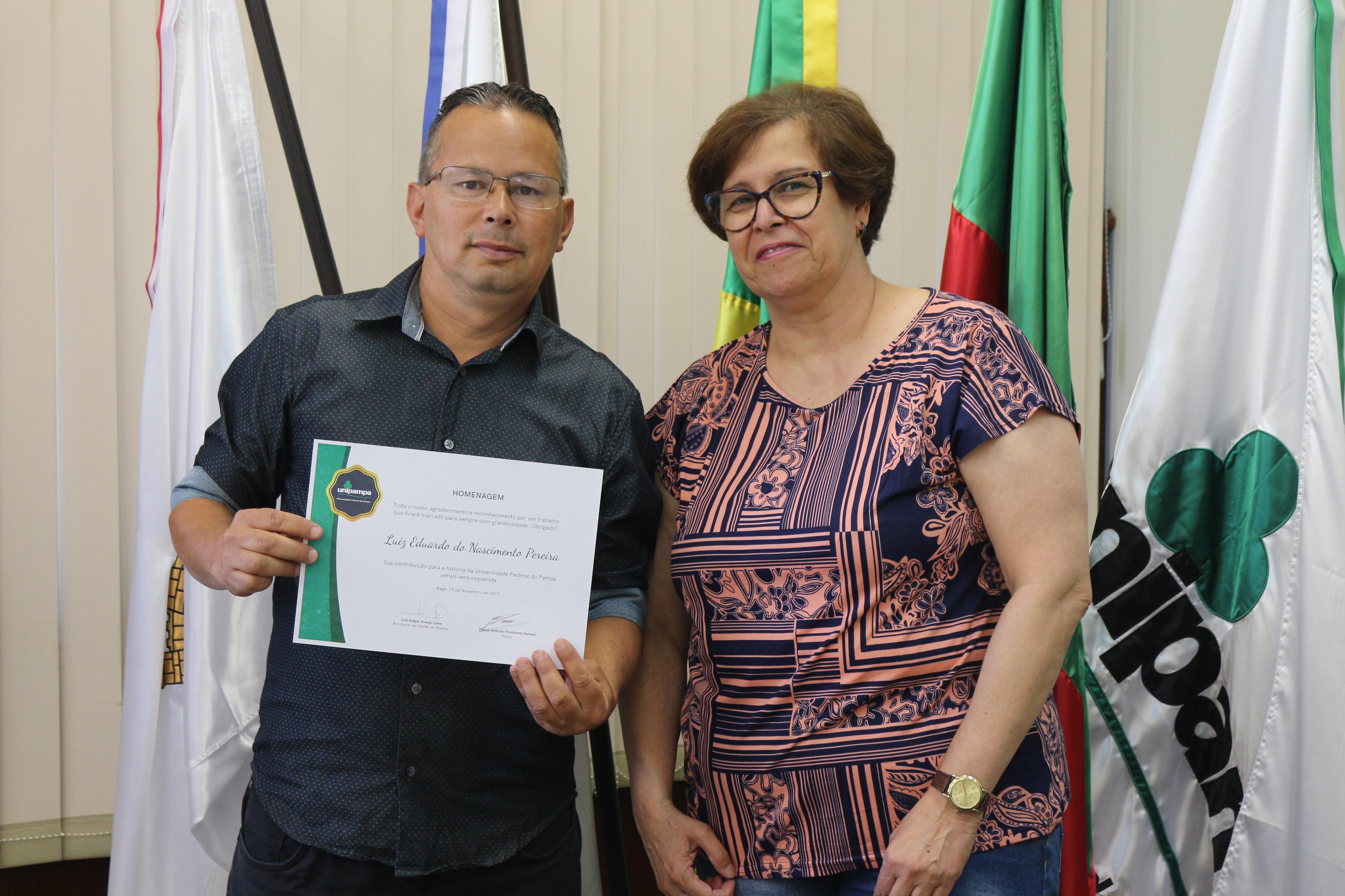 Servidores e funcionários terceirizados da Reitoria recebem homenagem. Fotos: Tamíris Centeno