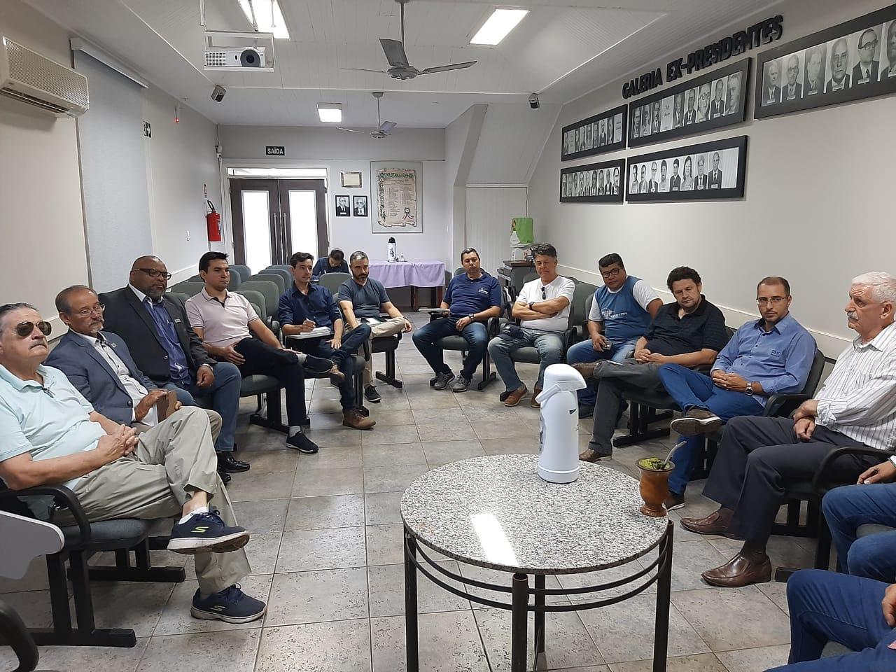 Reunião abordou projeto do Aeroporto de Alegrete.