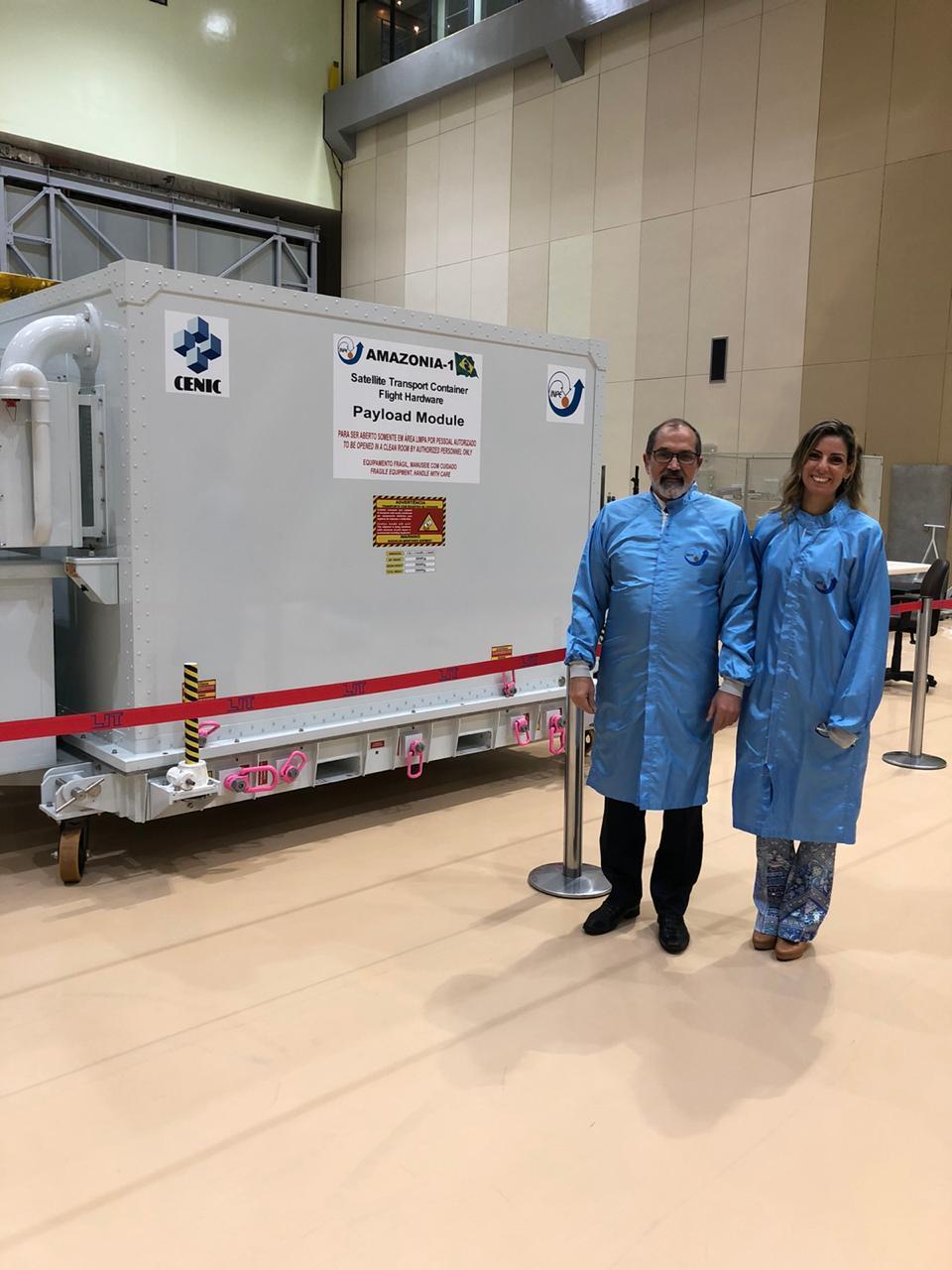 Reitor em visita técnica ao Laboratório de Integração e Testes (LIT)do Instituto Nacional de Pesquisas Espaciais (INPE).