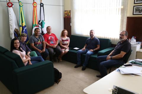 Criação de uma política institucional de inclusão de professores surdos é tema de reunião. Foto: Ronaldo Estevam