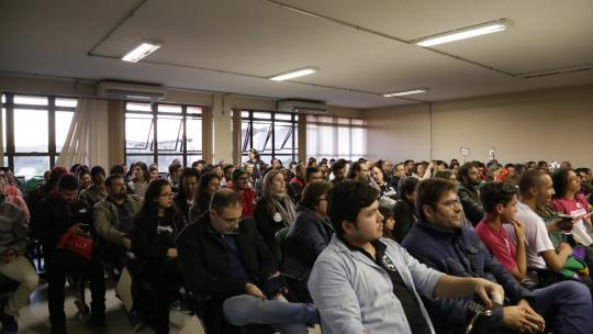 Mais de 200 pessoas prestigiaram o segundo debate - Foto: Franceli Couto