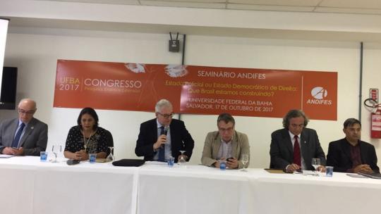 Os expositores do seminário da Andifes foram o ex-ministro da Justiça Eugênio Aragão, a jornalista Tereza Cruvinel e o reitor da UFBA João Carlos Salles.