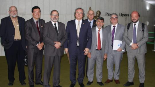 Reitores participaram juntamente com o presidenteda Andifes, João Carlos Sales, naComissão Geral em defesa das universidades p