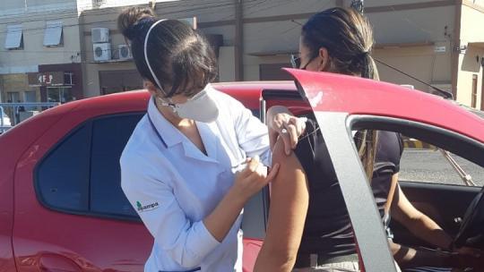 Acadêmicos de Enfermagem participaram da Campanha de Vacinação para COVID-19 em 03/04/2021 (drive thru parcão)